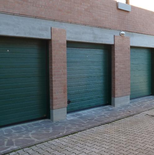 17 Vignali Simone Infissi-Style Portone per garage style personalizzato
